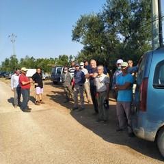 Agricoltori stremati in fila per lacqua