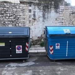cassonetti differenti per rifiuti uguali