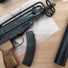 La Polizia di Bitonto scopre arsenale di armi e droga. Tre arresti