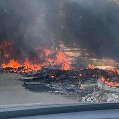 I rifiuti andati a fuoco su via Traiana