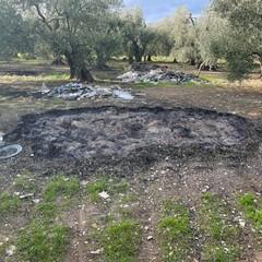 Un cratere in cui vengono incendiati i rifiuti tossici