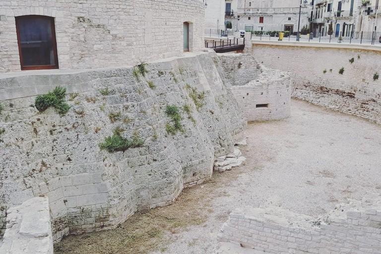 Il fossato del Torrione Angioino