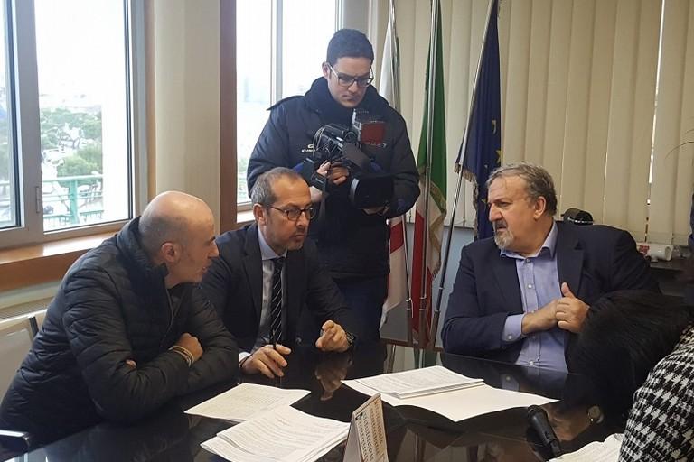 Abbaticchio Sanguedolce ed Emiliano durante la firma dei nuovi contratti