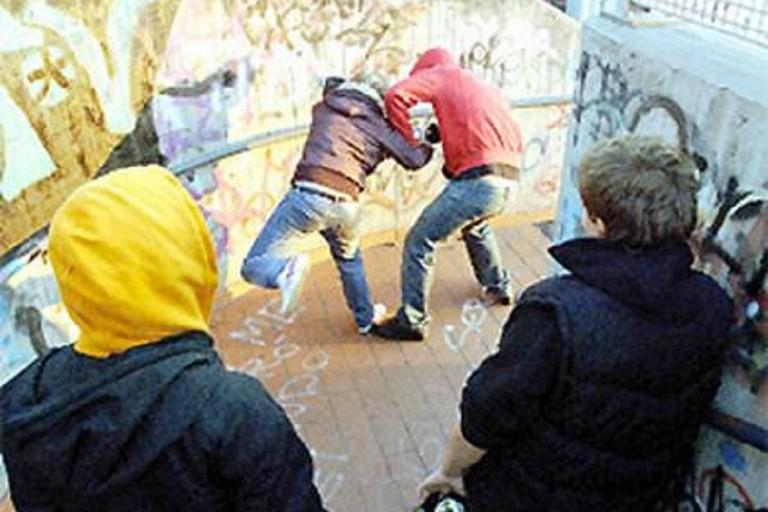 Aggressione tra ragazzi