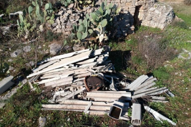 Amianto abbandonato nelle campagne di Bitonto