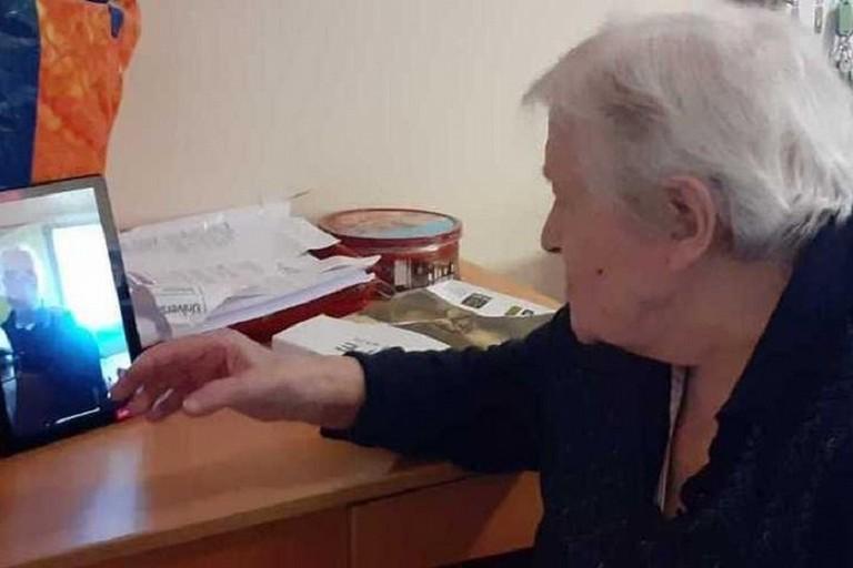 Anziani alle prese con la tecnologia
