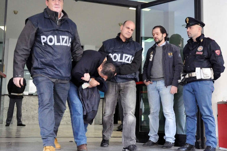 Uscito dal carcere, minaccia e deruba familiari: arrestato 42enne