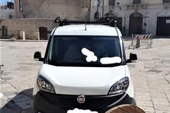 Parcheggio selvaggio in piazza Cavour: il sindaco s'indigna