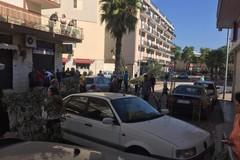 Paura a Bitonto: auto impazzita finisce tra i tavoli di una pizzeria