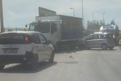 Incidente sulla Mariotto-Terlizzi: auto contro camion. Nel carico bombole di gas