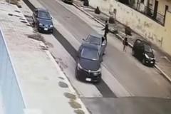 Spingono l'auto con un'altra: furto a Bitonto, lo sfogo su Facebook
