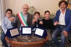 Trovarono un portafoglio a Bitonto e lo restituirono: riconoscimento del Comune per tre ragazzini