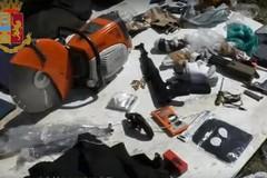 Assalti ai Tir a colpi di kalashnikov: 5 arresti tra Bitonto e Cerignola