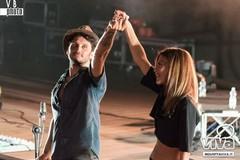 Bianca Guaccero e Fabrizio Moro duettano sul palco di Molfetta