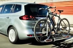 Tentano furto di bici a due turisti: i passanti intervengono e li mettono in fuga