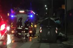 Bidoni della spazzatura in fiamme a Bitonto nella notte
