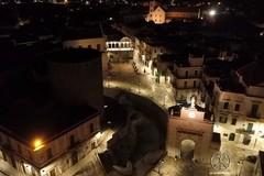 In volo notturno su Bitonto illuminata a led