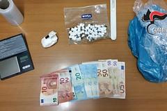 Market della cocaina a casa, mentre è ai domiciliari: arrestato un 46enne