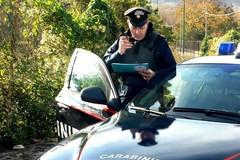 Ruba l'auto, il proprietario lo ferma: il ladro lo investe a tutta velocità