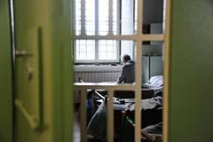Genitori in carcere, tre fratellini di Bitonto restano soli: scatta la solidarietà