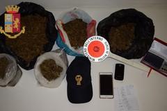 Nascondevano in casa 2 chili di marijuana. Arrestate madre e figlia
