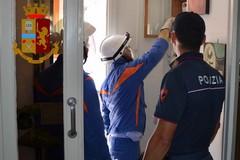 Polizia in azione contro i ladri di corrente elettrica nella 167 di Bitonto