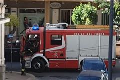 Intonaco e calcinacci da un balcone in via Repubblica: intervengono i Vigili del Fuoco
