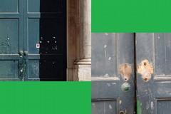 I battiporta dell'ingresso del Comune di Bitonto sono stati rubati