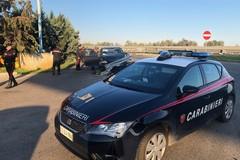 In fuga dai Carabinieri, si schiantano contro il guardrail: denunciati