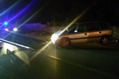 Auto fuori strada tra Bitonto e Terlizzi: fugge il conducente