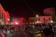 Bitonto: dopo la vittoria dell'Italia cadono dal camion su cui festeggiano
