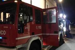 Fiamme distruggono un'altra auto: è il secondo incendio in 9 giorni