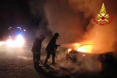 Tre auto a fuoco nella notte su via Galvani