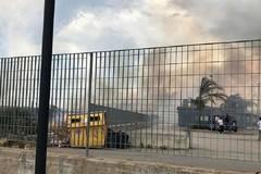 Incendio nei pressi della Piscina Comunale: paura per i passanti