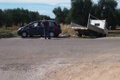 Incidente sulla Bitonto-Palombaio: un'auto e un camioncino finiscono fuori strada