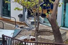 Escavatore contro ufficio postale a Palo del Colle: ladri in fuga
