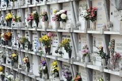 Vecchi loculi: il Comune revoca le concessioni cimiteriali con più di 50 anni