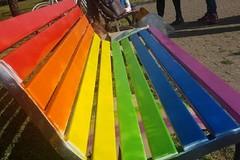 Panchine arcobaleno nella villa di Bitonto in segno di uguaglianza, pace e diritti