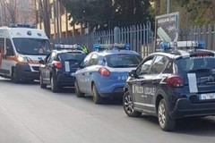 Il vigile lo multa e va in escandescenza: polizia e 118 in via D'Angiò