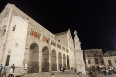 Ragazzini deturpano la Cattedrale di Bitonto con lo spumante