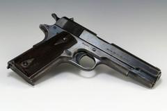 """Una pistola pronta a sparare nascosta in una """"cupa"""" del centro storico di Bitonto"""