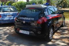 Furto d'auto sventato dai residenti: le urla fanno scappare i ladri