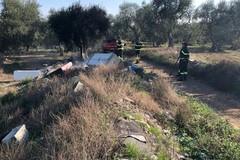 Rifiuti in fiamme nelle campagne di Bitonto: pompieri in azione