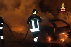 Auto in fiamme a Bitonto. Paura in via Berardi