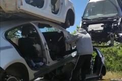Il recupero delle auto da parte dei Carabinieri