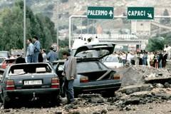 Strage di Capaci, la Regione Puglia commemora le vittime con un drappo bianco