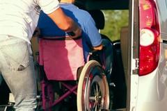 Un taxi per le persone con problemi di mobilità: oggi la consegna del mezzo