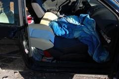 Maltrattate e cacciate di casa: madre e figlia vivono in auto da un mese