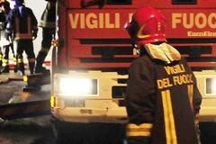 Incendio in via Cela a Bitonto: il fumo invade la città