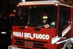 Il fuoco colpisce una Daewoo e si propaga anche a una Ford